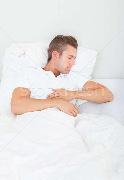 Stock fotó: Portré · fiatalember · alszik · ágy · hálószoba · kéz