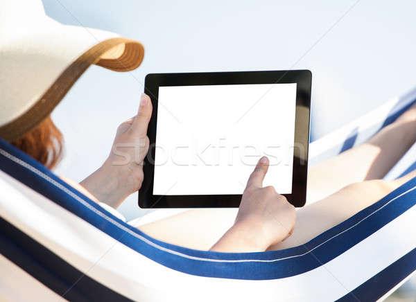 Mujer digital tableta hamaca relajante playa Foto stock © AndreyPopov