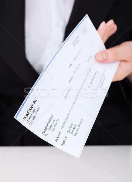 Souriant femme d'affaires chèque bureau femme Photo stock © AndreyPopov