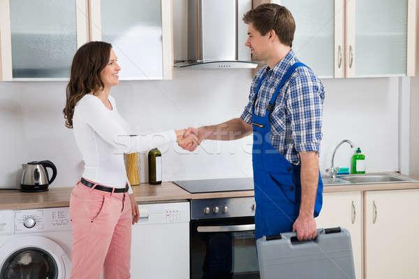 Handen schudden vrouw jonge mannelijke gelukkig Stockfoto © AndreyPopov