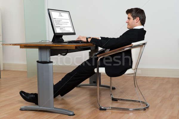 Işadamı geri yaslanarak sandalye çalışma bilgisayar modern Stok fotoğraf © AndreyPopov