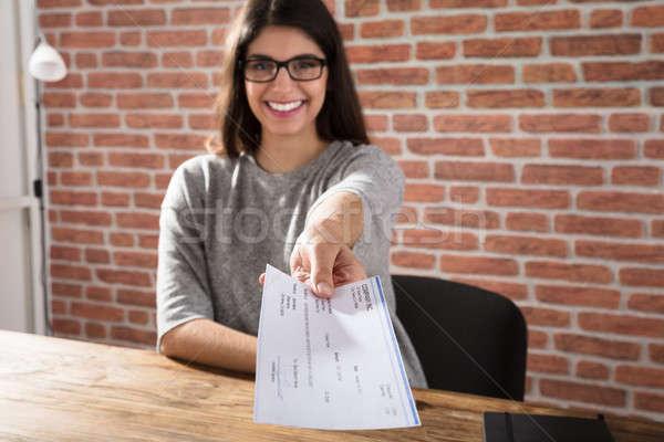 женщину предлагающий компания проверка улыбаясь Сток-фото © AndreyPopov