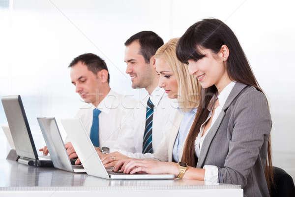 Gente de negocios de trabajo portátil oficina ordenador mujer Foto stock © AndreyPopov