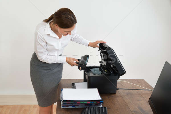 üzletasszony lézer patron nyomtató fiatal asztal Stock fotó © AndreyPopov