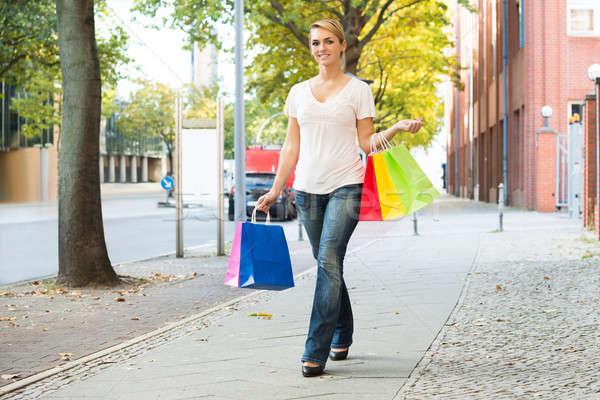 Heureux femme trottoir Photo stock © AndreyPopov
