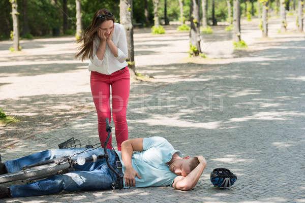 Rower wypadku kobieta zmartwiony człowiek ranny Zdjęcia stock © AndreyPopov