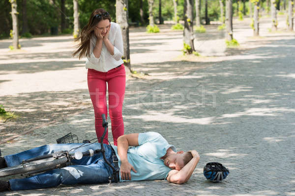 Vélo accident femme anxieux homme blessés Photo stock © AndreyPopov