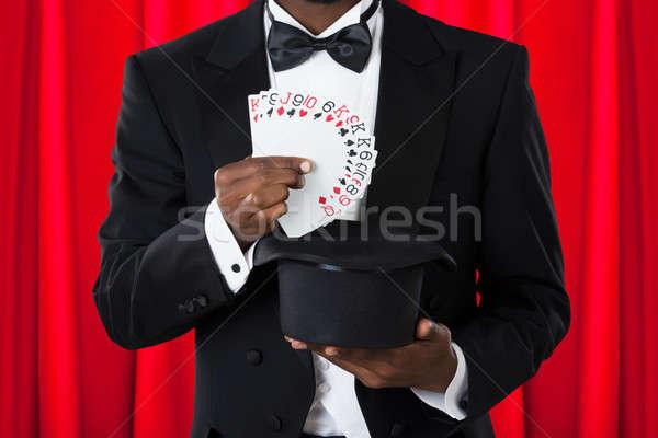 маг игральных карт Hat мужчины свет Сток-фото © AndreyPopov