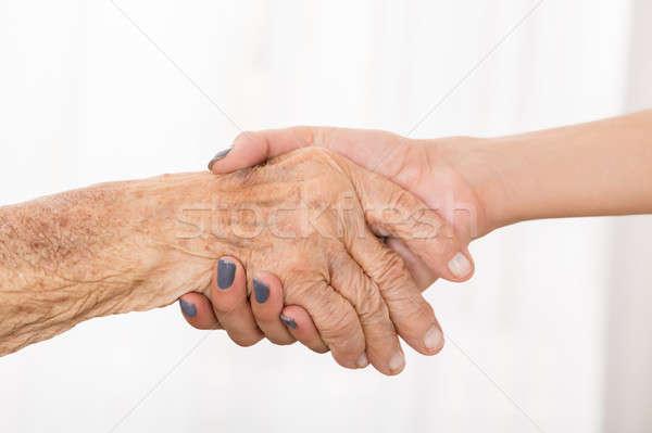 Stock fotó: Idős · beteg · kezet · fog · női · orvos · közelkép