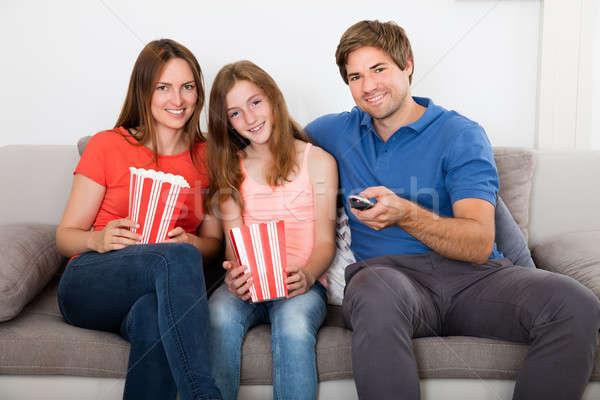Család ül kanapé tv nézés mosolyog pattogatott kukorica Stock fotó © AndreyPopov