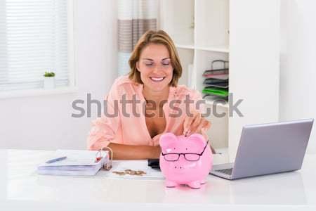 Feliz mujer de negocios factura calculadora maduro Foto stock © AndreyPopov