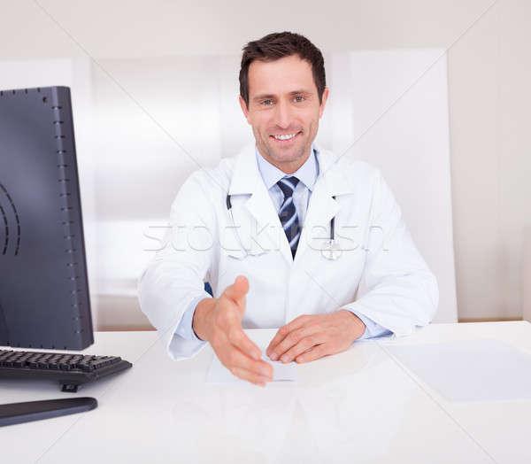 男医生侧脸照片_商业照片: 肖像 · 快乐 · 男医生 ·手· 医生 · 医生