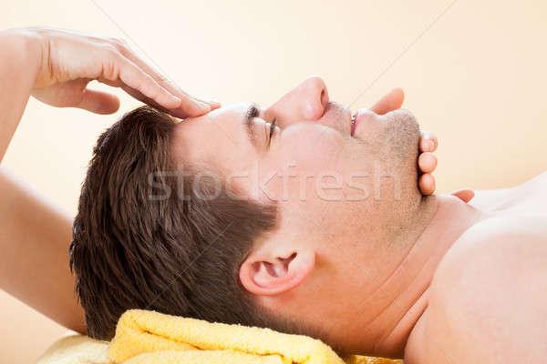 Man voorhoofd massage spa zijaanzicht jonge man Stockfoto © AndreyPopov