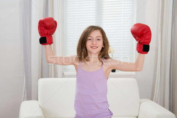 Nina guantes de boxeo cute salón feliz deporte Foto stock © AndreyPopov