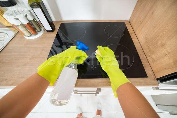 Kadın temizlik soba mutfak hizmet el Stok fotoğraf © AndreyPopov