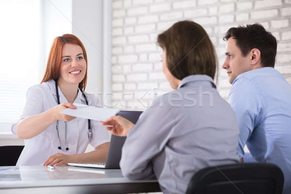 Medico prescrizione paziente giovani femminile carta Foto d'archivio © AndreyPopov