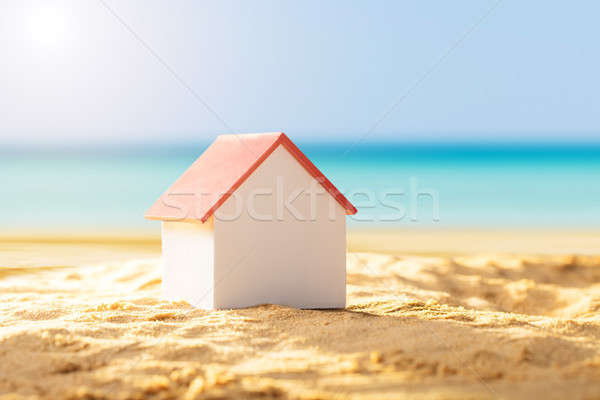 Casa modelo playa de arena primer plano rojo techo Foto stock © AndreyPopov