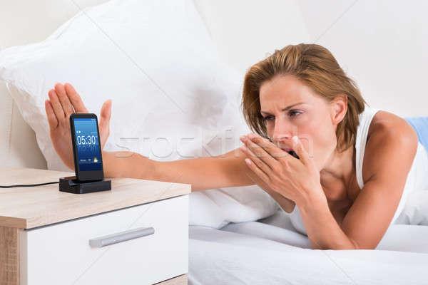 Kadın Alarm genç kadın cep telefonu telefon Stok fotoğraf © AndreyPopov