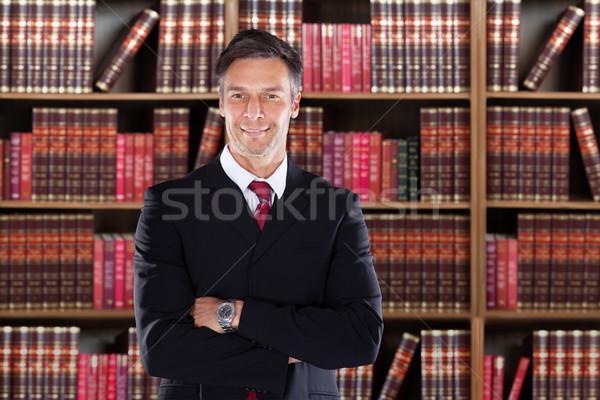 Maturité avoué permanent portrait étagère à livres Photo stock © AndreyPopov