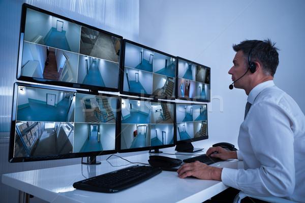 Biztonság kezelő néz cctv filmfelvétel asztal Stock fotó © AndreyPopov