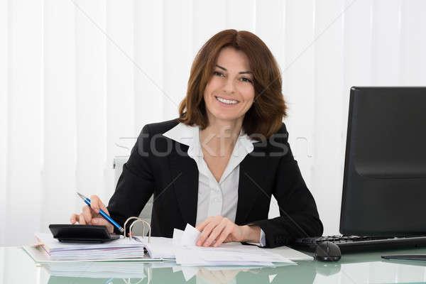 Сток-фото: счастливым · деловая · женщина · налоговых · столе · служба · компьютер