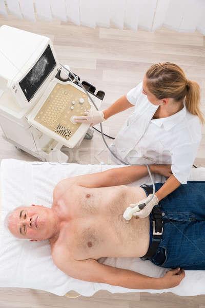 Médecin ultrasons scanner abdomen supérieurs Homme Photo stock © AndreyPopov