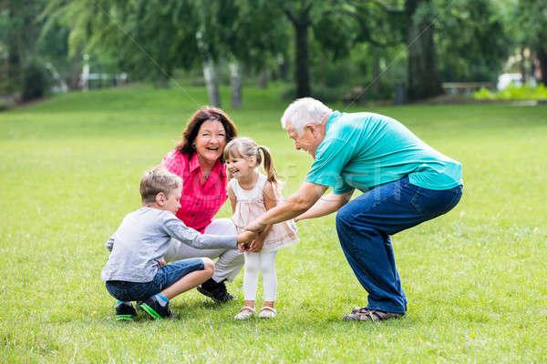 Mutlu büyükbaba veya büyükanne torunlar park eski dedesi Stok fotoğraf © AndreyPopov