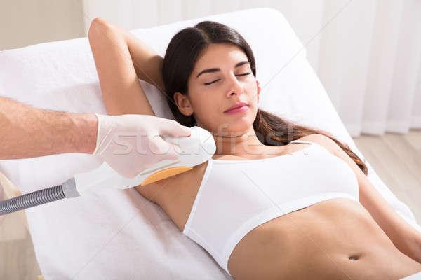 Vrouw laser haren verwijdering behandeling jonge vrouw Stockfoto © AndreyPopov