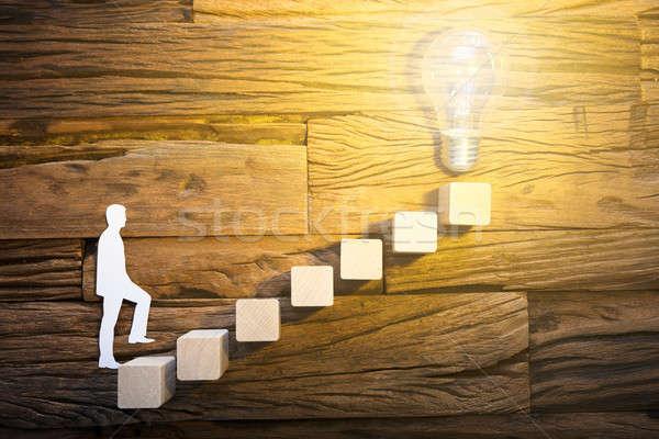 Zakenman klimmen ladder leidend gloeilamp Stockfoto © AndreyPopov
