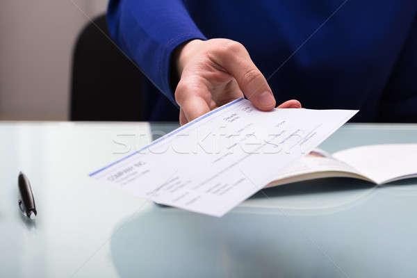Homme d'affaires chèque main bureau homme Photo stock © AndreyPopov