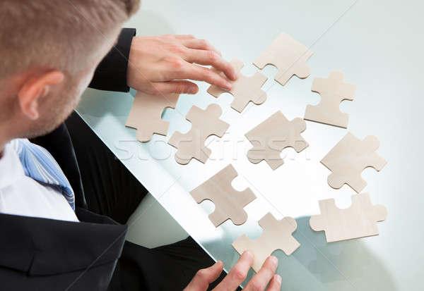 ビジネスマン ジグソーパズル 外に デスク 一致 ピース ストックフォト © AndreyPopov