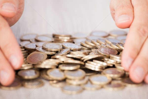 Kezek gyűjt Euro érmék közelkép asztal Stock fotó © AndreyPopov