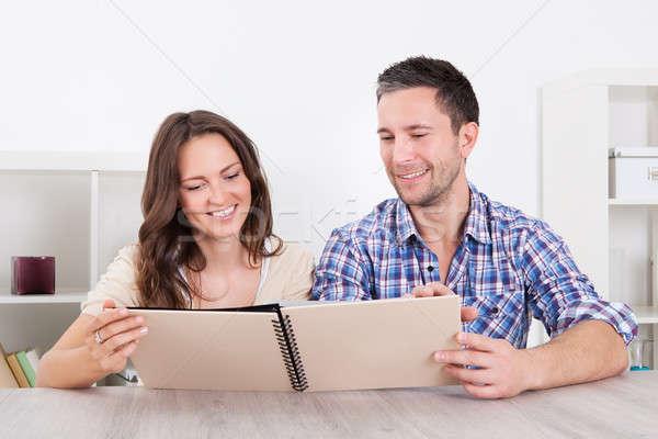 Gelukkig paar naar portret vergadering Stockfoto © AndreyPopov