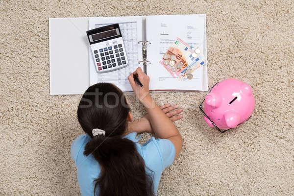 Nő számítás otthon fiatal nő szőnyeg pénz Stock fotó © AndreyPopov