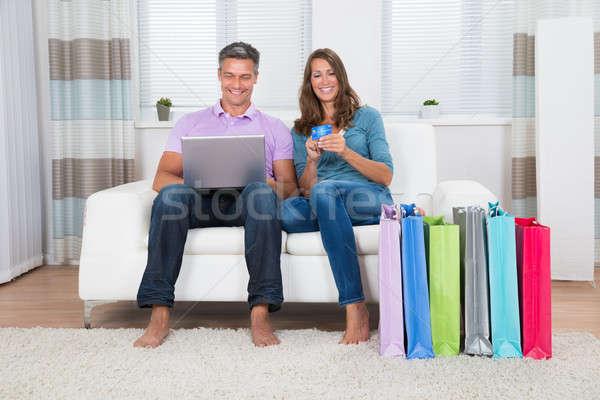 Stok fotoğraf: Olgun · çift · alışveriş · çevrimiçi · mutlu · oturma