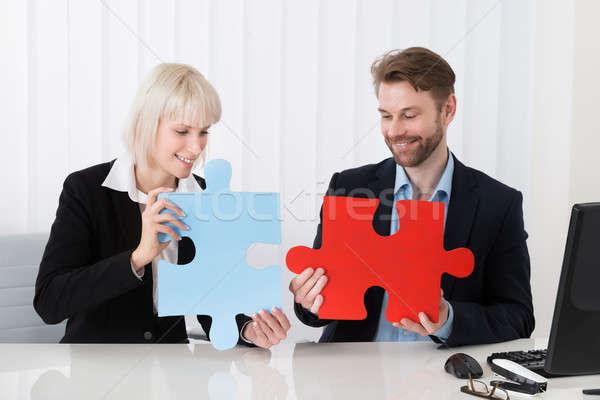 üzletemberek tart kirakó darabok kettő fiatal boldog Stock fotó © AndreyPopov