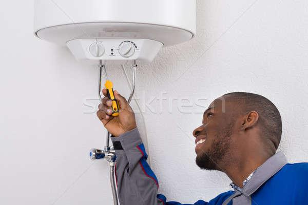 Werknemer elektrische schroevendraaier gelukkig jonge Stockfoto © AndreyPopov