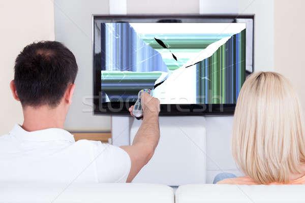 Paar televisie tonen vervormd scherm afstandsbediening Stockfoto © AndreyPopov