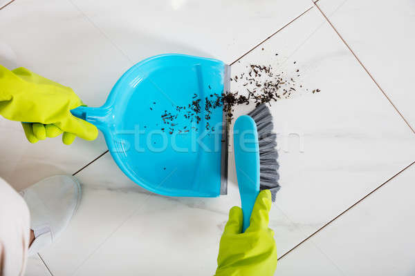 Persoon vloer bezem handschoenen Stockfoto © AndreyPopov