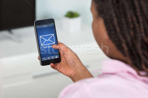 Lány küldés üzenet okostelefon közelkép technológia Stock fotó © AndreyPopov