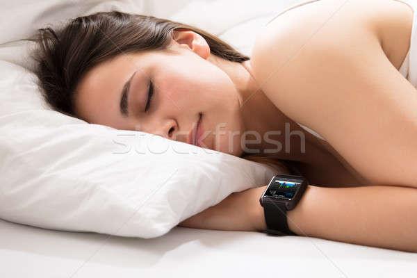 ハートビート モニター スマート 時計 女性 寝 ストックフォト © AndreyPopov