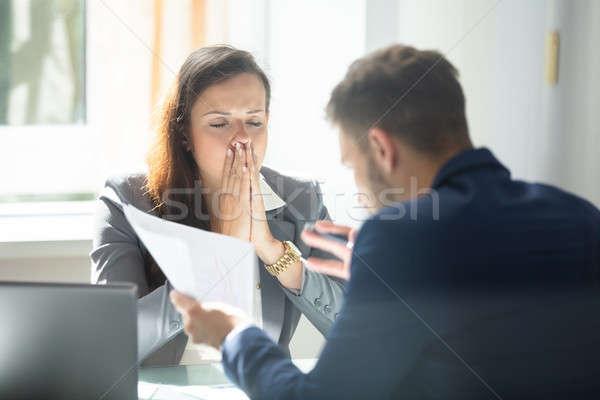商人 顯示 文件 女 僱員 商業照片 © AndreyPopov