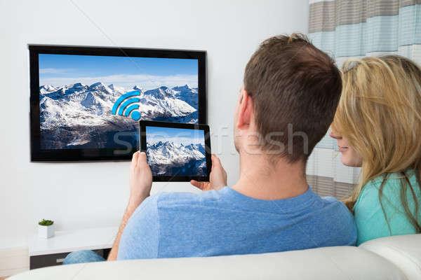 Foto stock: Casal · digital · comprimido · televisão · quarto