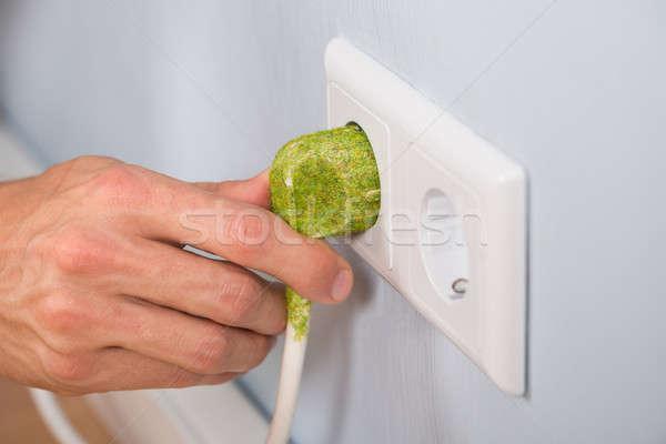 Foto stock: Primer · plano · mano · eléctrica · plug · enchufe · verde