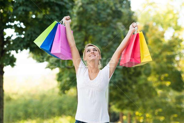 Nő karok a magasban hordoz bevásárlótáskák portré boldog Stock fotó © AndreyPopov