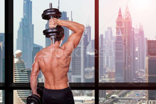 Kas adam egzersiz gömleksiz ayakta Stok fotoğraf © AndreyPopov