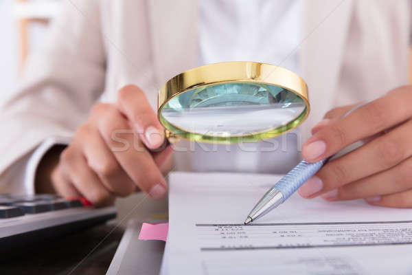 ストックフォト: 女性実業家 · 虫眼鏡 · クローズアップ · デスク · オフィス