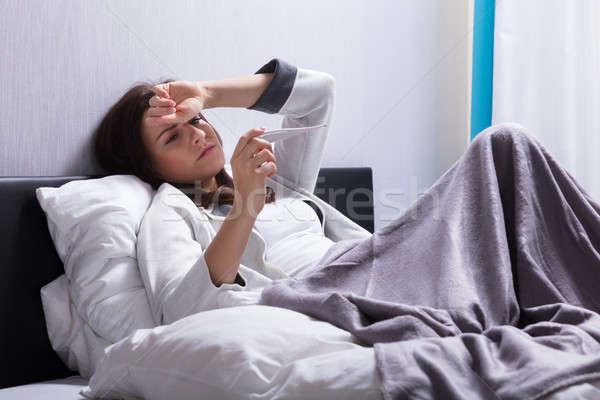 Beteg nő test hőmérséklet hőmérő fiatal nő Stock fotó © AndreyPopov