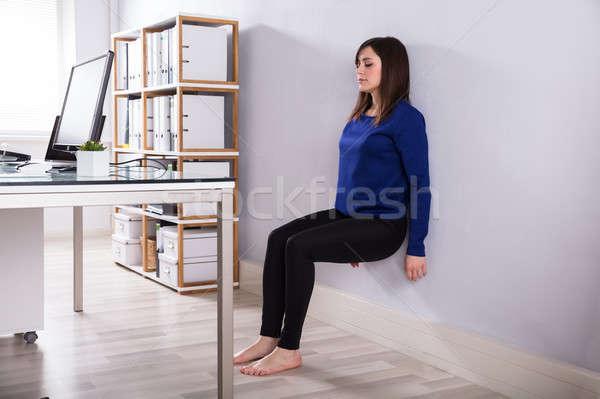 Сток-фото: деловая · женщина · стены · тренировки · молодые · месте