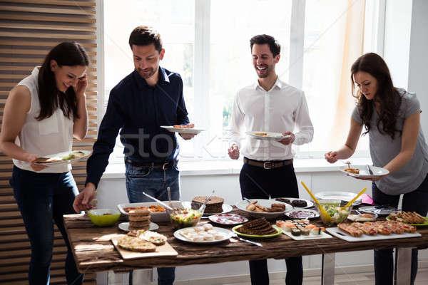 Amici mangiare sano alimentare servito party home Foto d'archivio © AndreyPopov